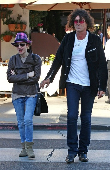 Howard Stern Grabs Lunch with His Daughter []