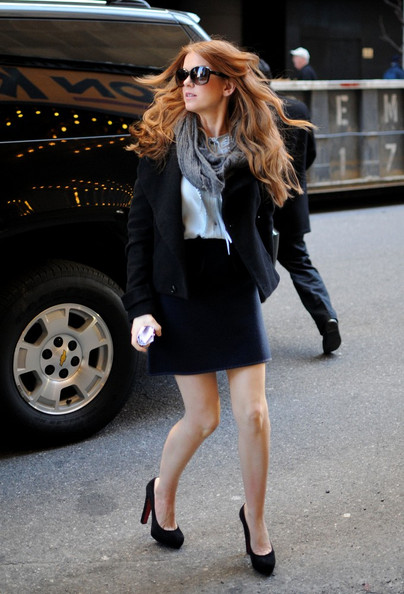 Isla Fisher arrives at MTV studios in Midtown.
