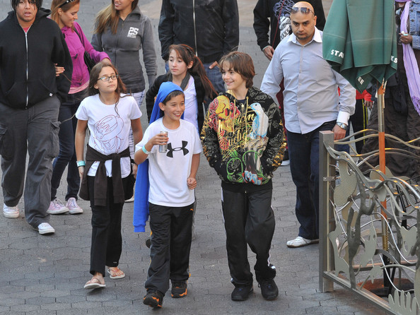 Paris Jackson Michael Jackson's children Prince Michael (b. February 13, 1997), Prince Michael II (aka Blanket) (b. 2002), and Paris (b. April 3, 1998) go to Universal Studios accompanied by an entourage including bodyguards and Jackson's alleged honorary son Omar Bhatti. The group have a full day shopping and going to the movie theater. Prince Michael was even brave enough to have an indoor skydiving lesson!.