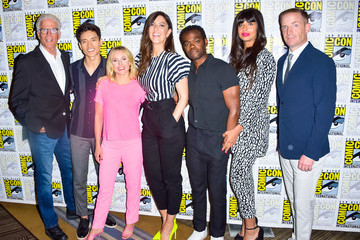 Jameela Jamil Manny Jacinto 2019 Comic-Con International - 'The Good Place' Photo Call