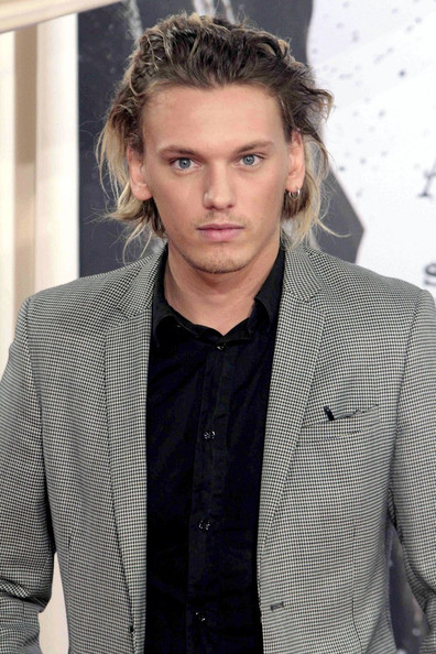 Jamie Campbell Bower Photos Photos - 'Anonymous' Premieres ...