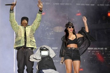 Jay Jay-Z and Rihanna Perform in London