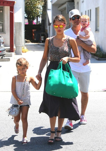 Jessica Alba - Jessica Alba Grabs Lunch in West Hollywood