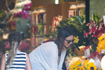 Jessica Alba Jessica Alba and Cash Warren Go Shopping