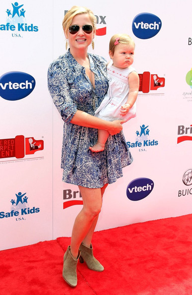 http://www4.pictures.zimbio.com/bg/Jessica+Capshaw+Red+CARpet+Event+Riviera+Country+WO46CMzNmhml.jpg