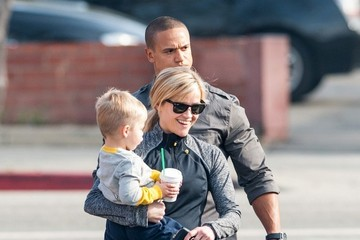 Jim Toth Reese Witherspoon Out with Her Family