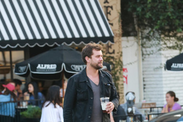 Joshua Jackson Joshua Jackson Goes out for Lunch