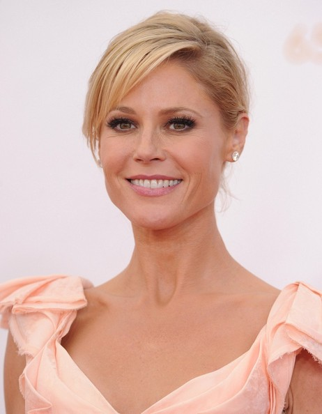 Julie Bowen - Arrivals at the 65th Annual Primetime Emmy Awards — Part 2