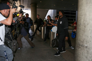 Kanye West Kanye West Hurries Through LAX