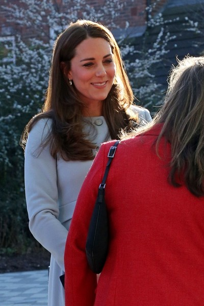 Kate Middleton - Kate Middleton's Kensington Trip