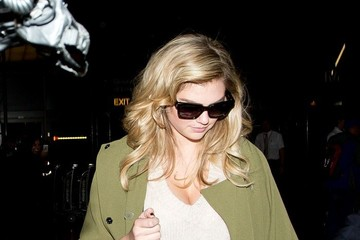 Kate Upton Kate Upton Arrives at LAX