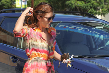 Kate Walsh Kate Walsh Shows Off Her Legs in a Print Dress