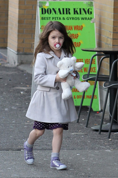 http://www4.pictures.zimbio.com/bg/Katie%20and%20Suri%20go%20to%20lunch%20B52OCxg9dopl.jpg