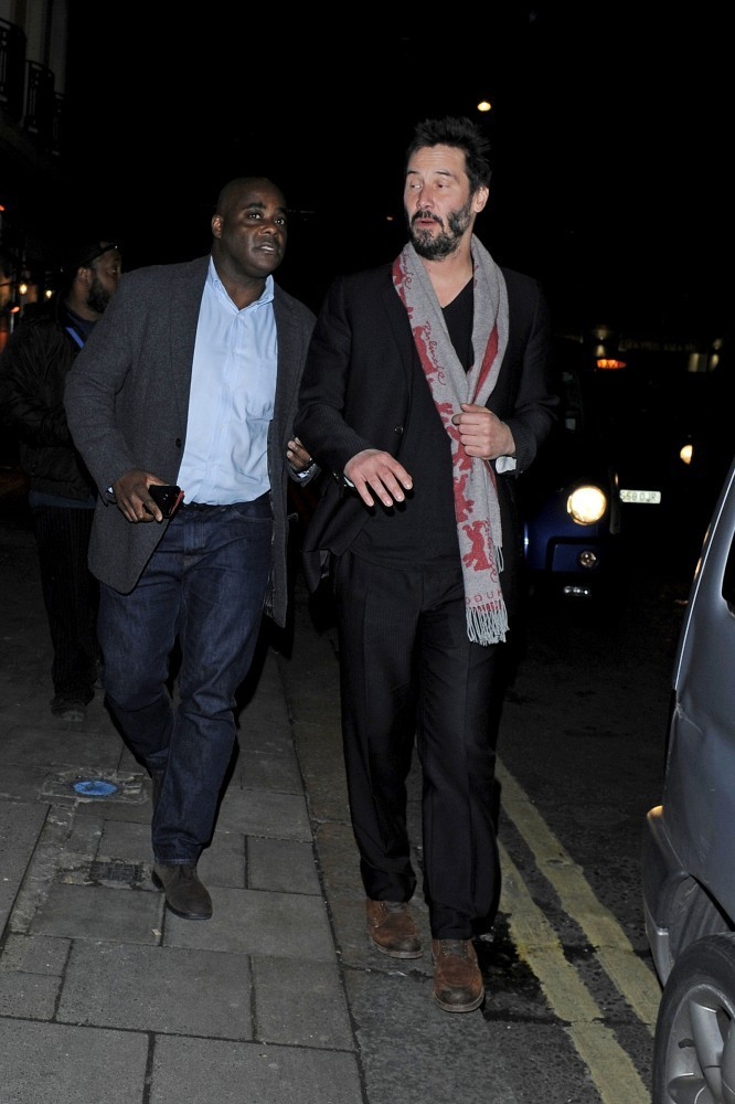 Keanu Reeves Leaves a Club - Pictures - Zimbio