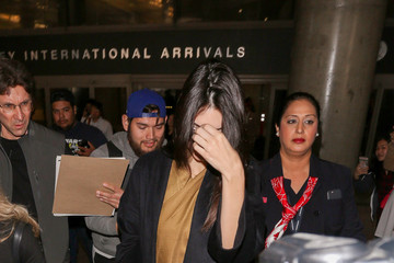 Kendall Jenner Kendall Jenner Wears Sunglasses at the Airport