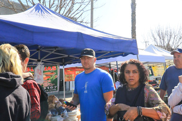 Kevin McKidd Kevin McKidd Shopping At The Farmer's Market In Studio City