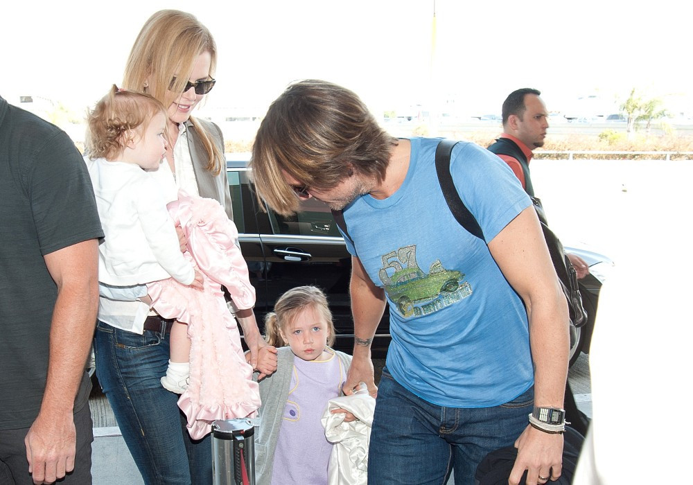 Keith Urban In Nicole Kidman Takes Flight With Her Family
