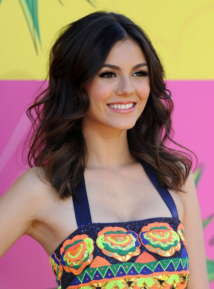 Victoria Justice In Kids Choice Awards 2013