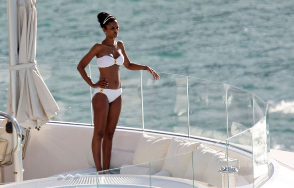 "Kim Porter Sean ""Diddy"" Combs stays connected on his laptop while vacationing on his yacht with on-again-off-again girlfriend, Kim Porter."