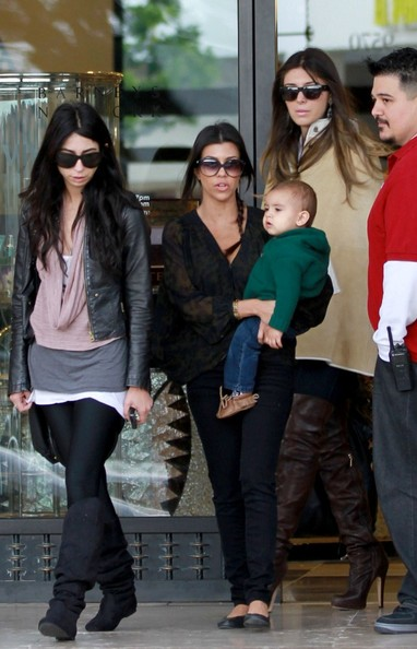 http://www4.pictures.zimbio.com/bg/Kourtney+shops+with+Mason+SyzJurQiDSXl.jpg