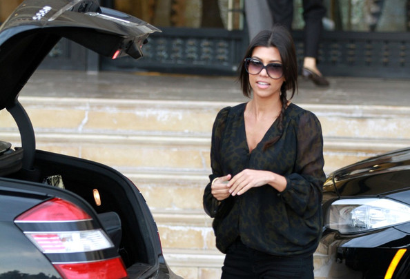 http://www4.pictures.zimbio.com/bg/Kourtney+shops+with+Mason+jBUQn6RWLPMl.jpg