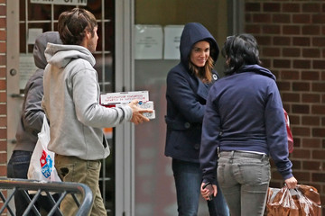 Kristen Stewart Elizabeth Reaser 'Twilight' Stars at Domino's Pizza