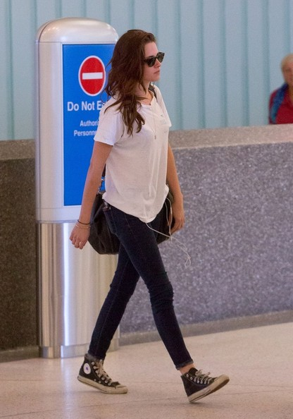 Kristen Stewart - Kristin Stewart at the Airport