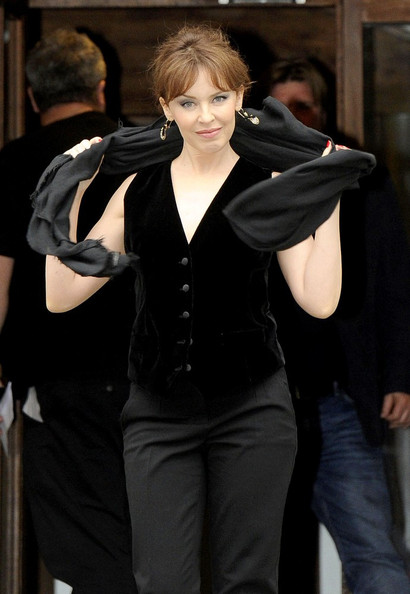Kylie photos > candids, shoots, eventos... - Página 2 Kylie+Minogue+Kylie+records+Abbey+Road+7K5yogqYITAl