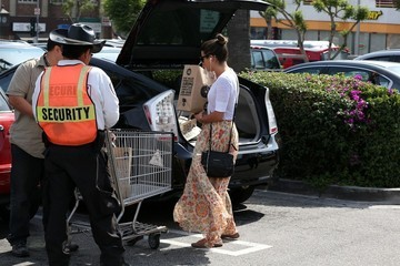 Lea Michele Lea Michele Picks Up Groceries in LA