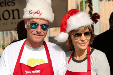 Lisa Rinna Celebrities Attend Christmas Dinner for the Homeless at Los Angeles Mission