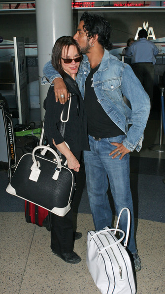 Naveen Andrews Wife 'lost' actors at lax