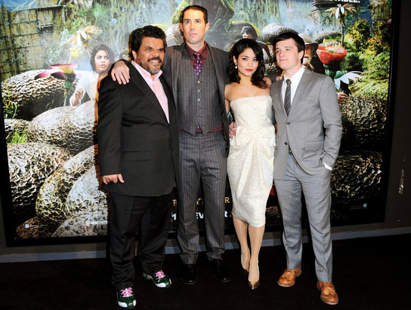 Luis Guzman and Josh Hutcherson Photos Photos - Zimbio