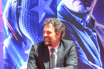 Mark Ruffalo Marvel Studios' 'Avengers: Endgame' Cast Place Their Hand Prints In Cement At TCL Chinese Theatre IMAX Forecourt