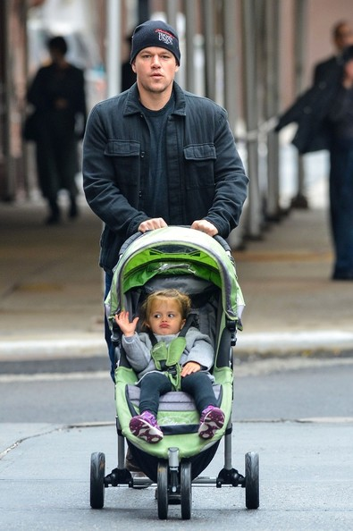 http://www4.pictures.zimbio.com/bg/Matt+Damon+out+downtown+youngest+daughter+v1z6gzblQWrl.jpg