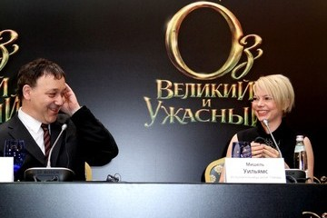 Michelle Williams Sam Raimi 'Oz the Great and Powerful' Moscow photo call