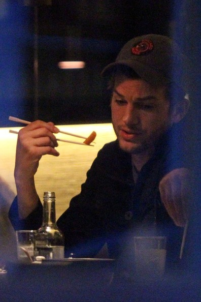 ashton kutcher eating pussy