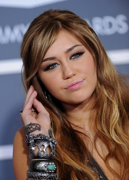 miley cyrus hair 2011. MILEY CYRUS GRAMMYS 2011 HAIR