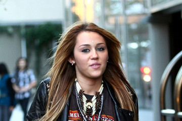 Miley Cyrus Miley Cyrus Leaves Her Hotel