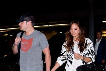 Nick Lachey Nick Lachey and Vanessa Minnillo at LAX
