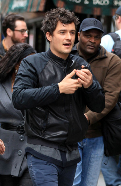 Orlando Bloom New dad Orlando Bloom looks a bit sleep deprived as he chats on his cell phone in Midtown Manhattan. Later he is spotted with his son Flynn (b. January 6, 2011) leaving Pier 59 Digital Studios.