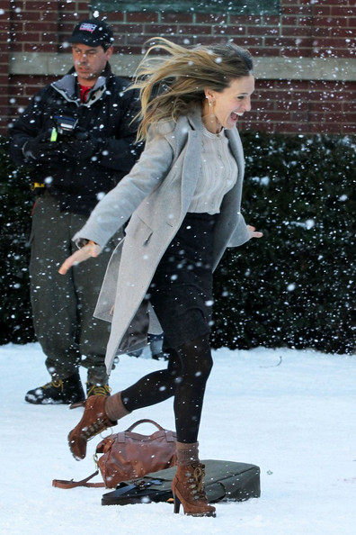 "Sarah Jessica Parker and Greg Kinnear film a steamy smooch in the snow for their upcoming film ""I Don't Know How She Does It""."