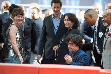 Peter Dinklage 'Game of Thrones' Stars Greet Fans at the Season 6 Premiere