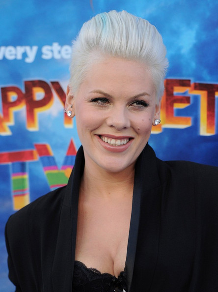 http://www4.pictures.zimbio.com/bg/Pink+Happy+Feet+Two+World+Premiere+R9awF6rCvC1l.jpg