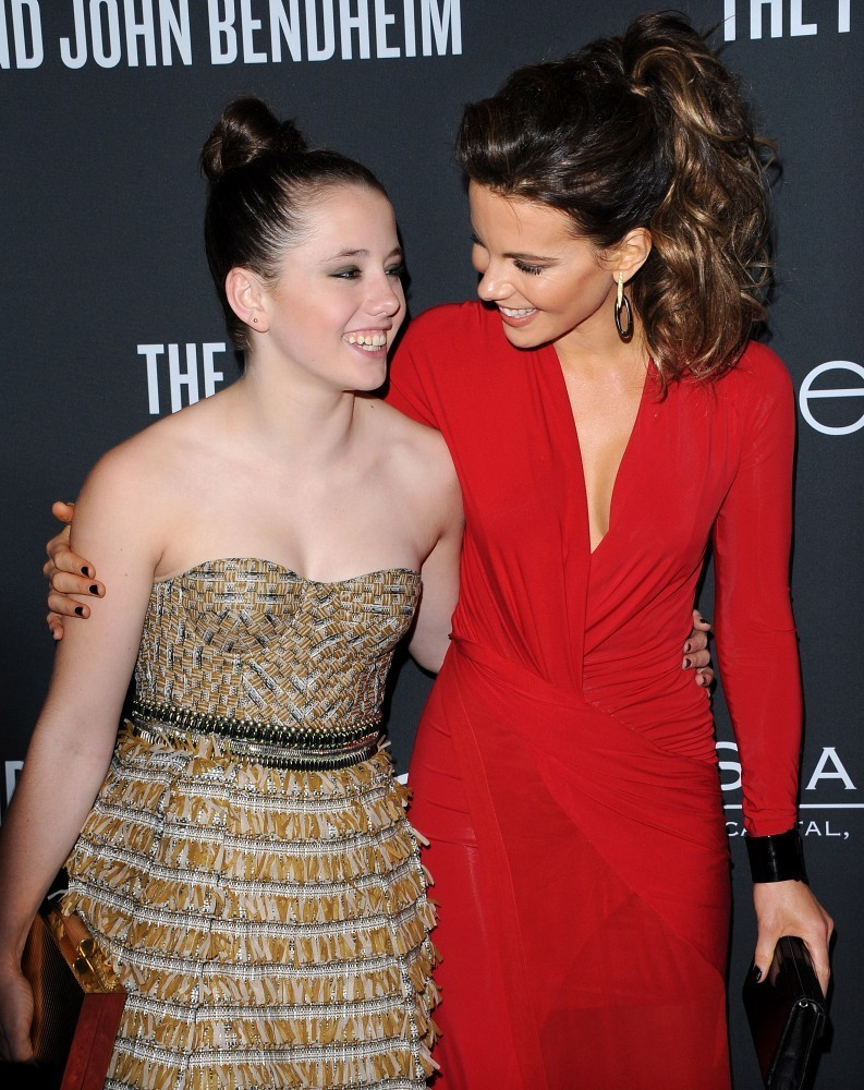 kate beckinsale dating 2013 Kate beckinsale and sarah silverman — michael sheen  especially after photos of them holding hands at the 2013 vmas led to dating speculation.