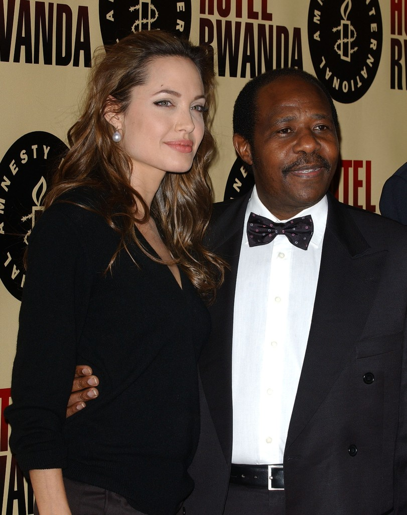 "Angelina Jolie Photos Photos - Premiere of ""Hotel Rwanda ..."