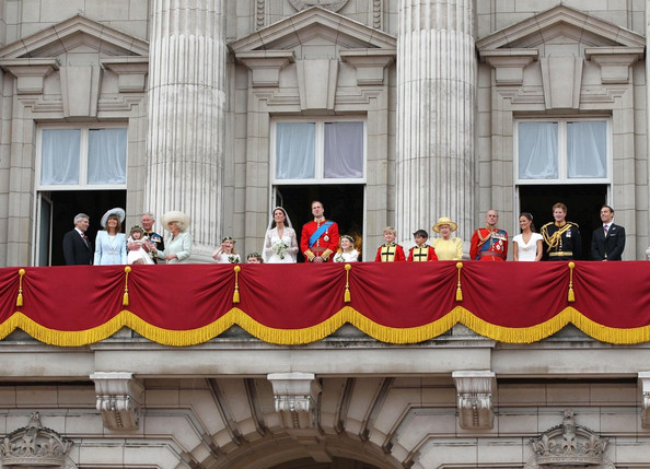 Queen elizabeth ii and carole middleton photos photos for Queens wedding balcony