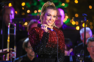 Rachel Platten The Grove Christmas With Seth MacFarlane