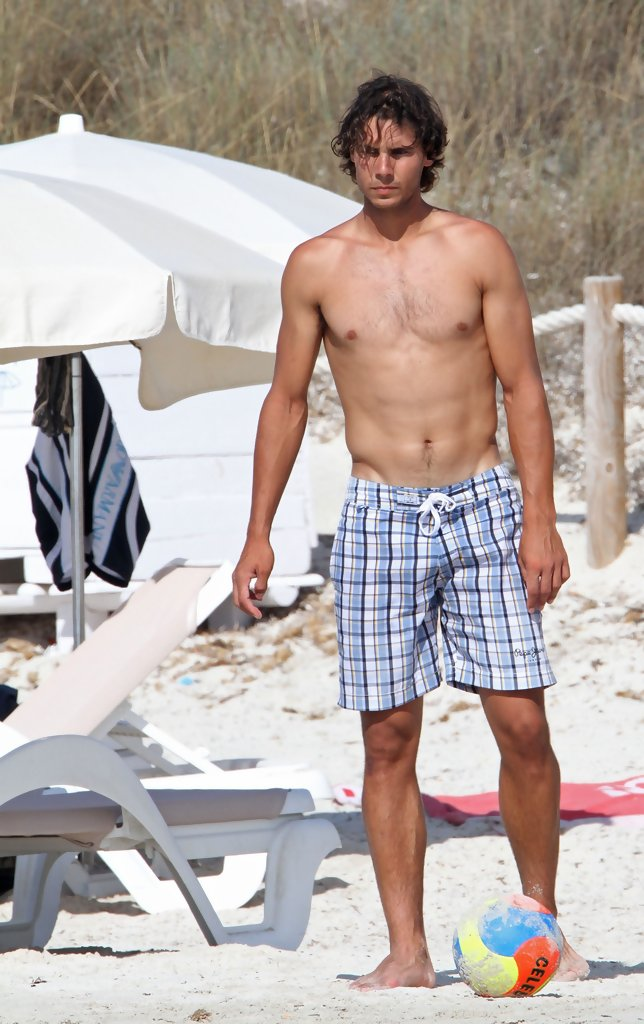 Rafael Nadal Rafael Nadal Photos Rafael Nadal At The Beach Zimbio