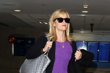 Reese Witherspoon Reese Witherspoon Arrives at LAX