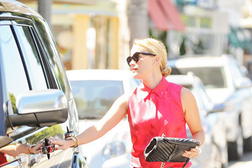 Reese Witherspoon Reese Witherspoon's Spends a Day in Santa Monica
